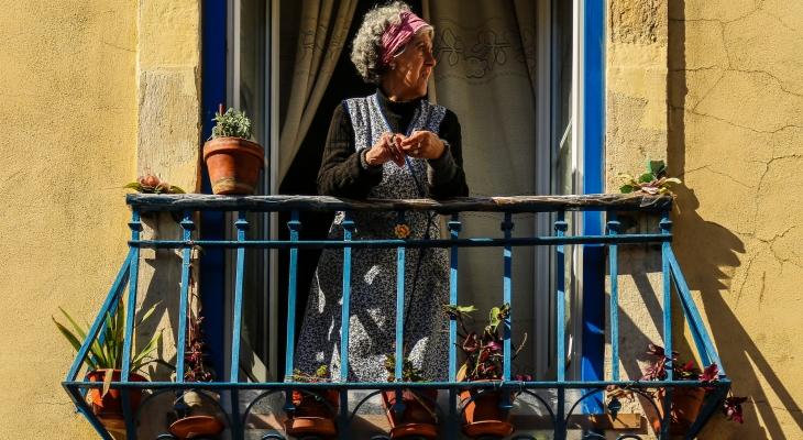 Old lady (Lisbon)